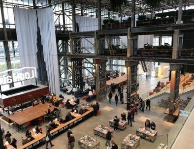 Bibliotheek in de LocHal in Tilburg